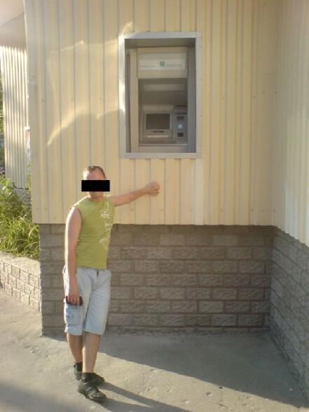 j'ai rien a faire donc je freepost - Page 10 Un-distributeur-de-billets-installe-bien-trop-haut-pour-les-utilisateurs